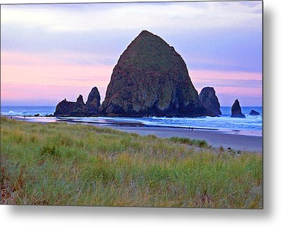 Sunrise At Cannon Beach  Haystack Rock And The Needles Metal Print