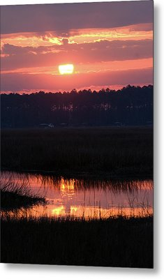 Metal Print featuring the photograph Sunrise Over The River by Margaret Palmer