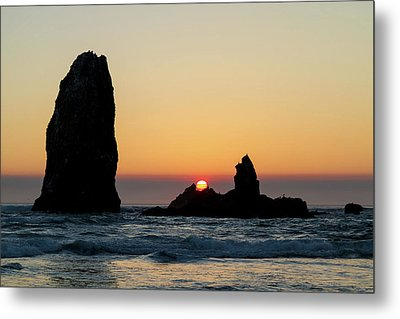 Sunset At Cannon Beach Metal Print by David Gn