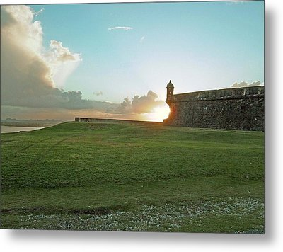 Metal Print featuring the photograph Sunset At El Morro by Gary Wonning