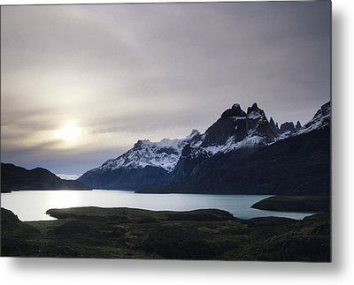 Sunset At Lago Pehoe  In The Cuenos Del Metal Print by Bill Hatcher