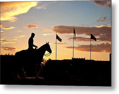 Sunset Behind Will Rogers And Soapsuds Statue At Texas Tech University In Lubbock Metal Print