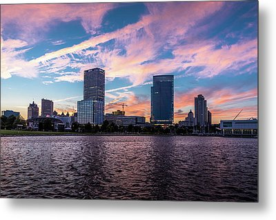 Metal Print featuring the photograph Sunset In The City by Randy Scherkenbach
