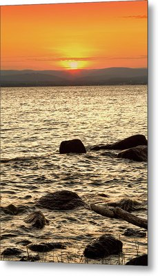 Sunset On The Beach Metal Print by Alexander Mendoza