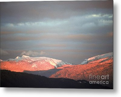 Metal Print featuring the photograph Sunset On The Monashees by Victor K