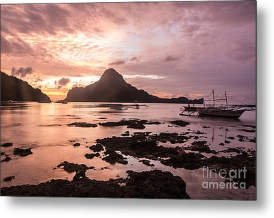 Sunset Over El Nido Bay In Palawan In The Philippines Metal Print