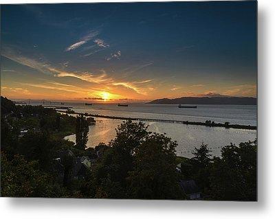 Sunset Over The Columbia River Metal Print by Joe Hudspeth