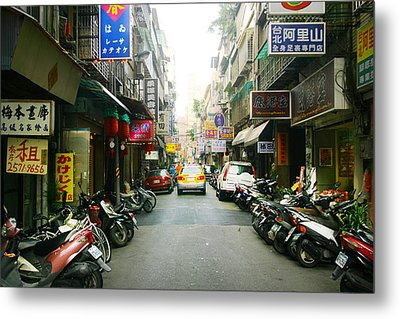 Taiwan Street Metal Print by Isabel Poulin