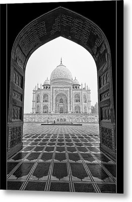 Metal Print featuring the photograph Taj Mahal - Bw by Stefan Nielsen