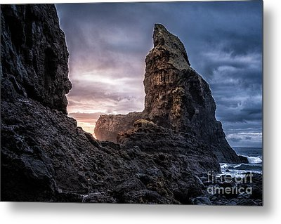 Talisker Bay Scotland - Isle Of Skye Metal Print by Matt Trimble