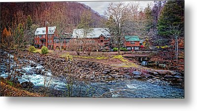 Metal Print featuring the photograph Tapoco Lodge by Debra and Dave Vanderlaan