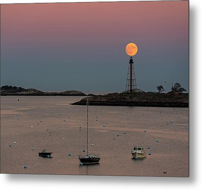 The 2016 Supermoon Balancing On The Marblehead Light Tower In Marblehead Ma Metal Print
