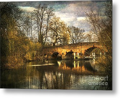 The Bridge At Sonning On Thames Metal Print by Ian Lewis