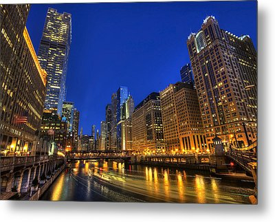 Metal Print featuring the photograph The Busy River In Chicago by Shawn Everhart