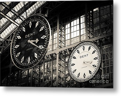 The Dent Clock And Replica At St Pancras Railway Station Metal Print