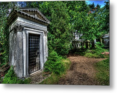 The Doctor's Tomb Metal Print by Oliver Kluwe