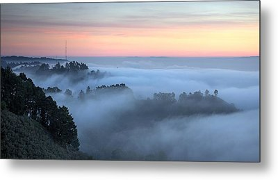 The Fog Kept On Rolling In Metal Print by Peter Thoeny