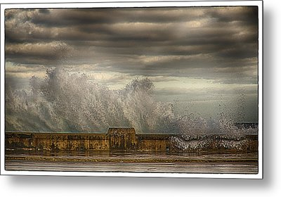 Metal Print featuring the photograph The Malecon by R Thomas Berner
