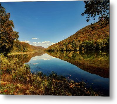 The New River In Autumn Metal Print by L O C