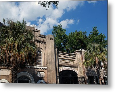 The Old Slave Market Museum In Charleston Metal Print by Susanne Van Hulst