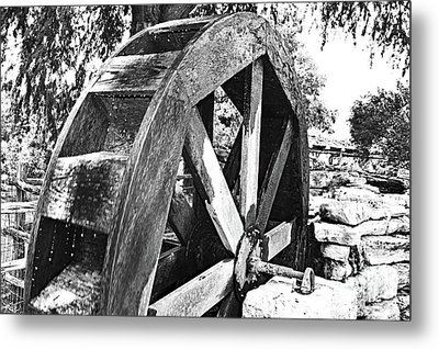 The Old Waterwheel Metal Print by Ray Shrewsberry