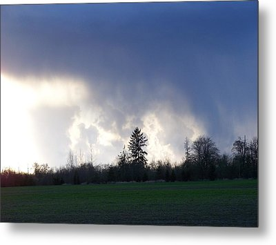 The Pending Storm Metal Print by Laurie Kidd