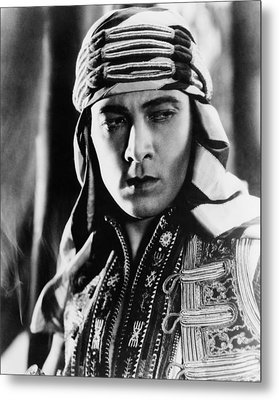 The Sheik, Rudolph Valentino, 1921 Metal Print by Everett