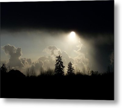 The Storm Looms Metal Print by Laurie Kidd