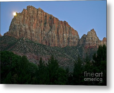 Metal Print featuring the photograph The Watchman And The Moon by Suzette Kallen