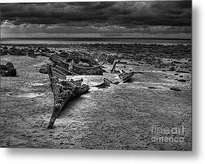 The Wreck Of The Sheraton In Black And White Metal Print by John Edwards