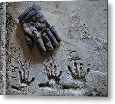 Metal Print featuring the photograph Things Left Behind by Susan Capuano