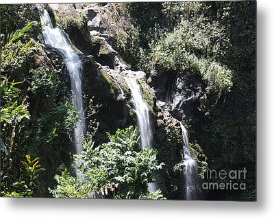 Metal Print featuring the photograph Upper Waikani Falls by Wilko Van de Kamp