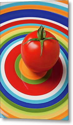 Tomato On Plate With Circles Metal Print by Garry Gay