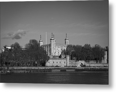Tower Of London Riverside Metal Print by Gary Eason