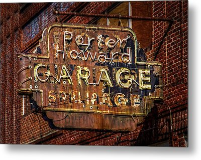 Trust In Rust Metal Print by Linda Unger