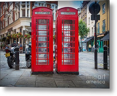 Two Phone Booths In London Metal Print by Inge Johnsson