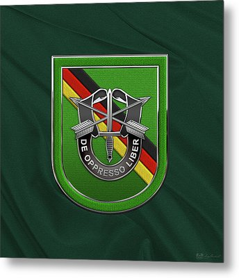 U. S.  Army 10th Special Forces Group Europe - 10 S F G  Beret Flash Over Green Beret Felt Metal Print by Serge Averbukh