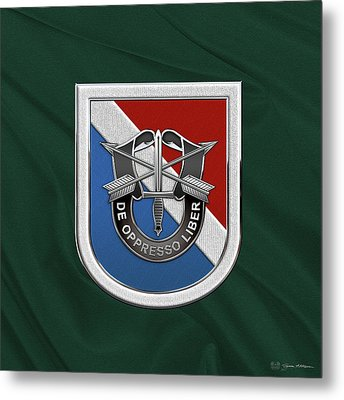 U. S.  Army 11th Special Forces Group - 11 S F G  Beret Flash Over Green Beret Felt Metal Print by Serge Averbukh