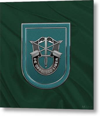 U. S.  Army 19th Special Forces Group - 19 S F G  Beret Flash Over Green Beret Felt Metal Print by Serge Averbukh