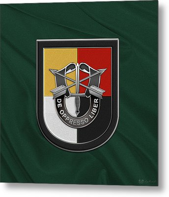 U. S.  Army 3rd Special Forces Group - 3  S F G  Beret Flash Over Green Beret Felt Metal Print