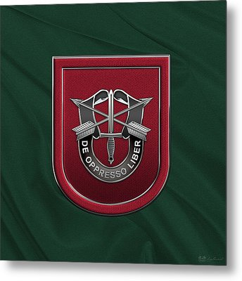 U. S.  Army 7th Special Forces Group - 7 S F G  Beret Flash Over Green Beret Felt Metal Print by Serge Averbukh