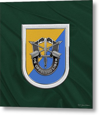 U. S.  Army 8th Special Forces Group - 8 S F G  Beret Flash Over Green Beret Felt Metal Print by Serge Averbukh