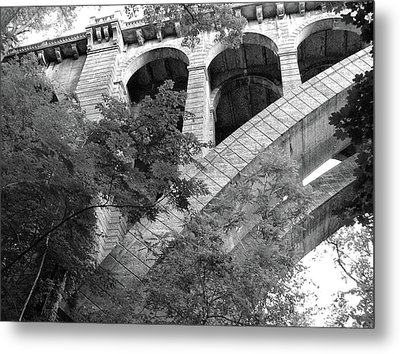 Metal Print featuring the photograph Under The Henry Avenue Brudge by Bill Cannon