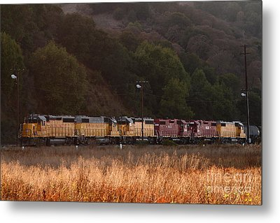 Union Pacific Locomotive Trains . 7d10551 Metal Print by Wingsdomain Art and Photography