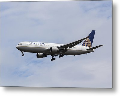 United Airlines Boeing 767 Metal Print