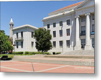 University Of California Berkeley Historic Sproul Hall At Sproul Plaza And The Campanile Dsc4084 Metal Print by Wingsdomain Art and Photography