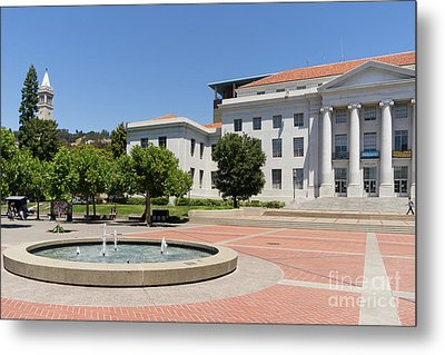 University Of California Berkeley Historic Sproul Hall At Sproul Plaza And The Campanile Dsc4086 Metal Print by Wingsdomain Art and Photography