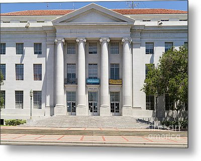 University Of California Berkeley Historic Sproul Hall At Sproul Plaza Dsc4081 Metal Print by Wingsdomain Art and Photography