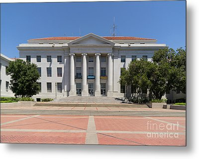 University Of California Berkeley Historic Sproul Hall At Sproul Plaza Dsc4082 Metal Print by Wingsdomain Art and Photography