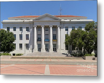 University Of California Berkeley Historic Sproul Hall At Sproul Plaza Dsc4083 Metal Print by Wingsdomain Art and Photography